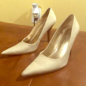 Pointed toe high heeled shoes
